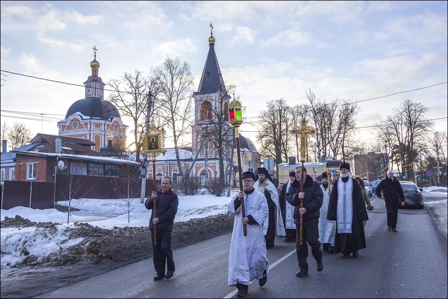 Крестный ход на источник Келарского пруда в день Богоявления. 20 лет назад.