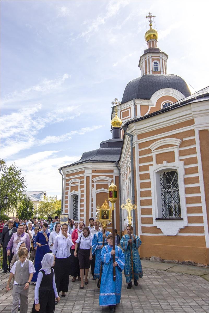 Успенский храм Сергиева Посада. Начало восстановления. 1990 год.