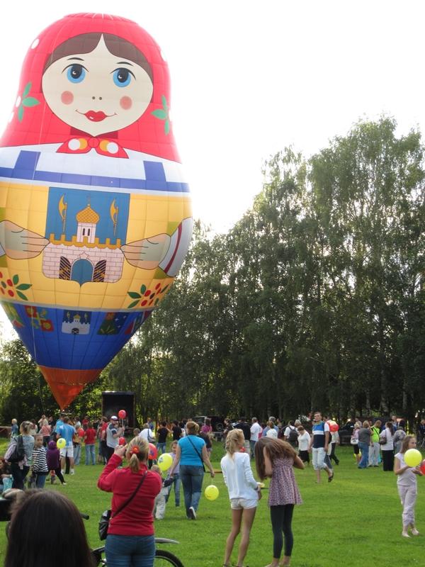 Х Всероссийский фестиваль тепловых аэростатов специальных форм «Небо Святого Сергия»  Хотьково, 21 июля 2012 года.